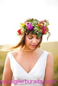 flower-crowns-floral-crowns-wedding-hairstyle-ideas-lush-flower-crown-with-greenerycicekli-bilgilerburada