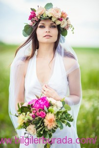 flower-crowns-floral-crowns-wedding-hairstyle-ideas-rose-and-eucalyptus-flower-crownbilgilerburada
